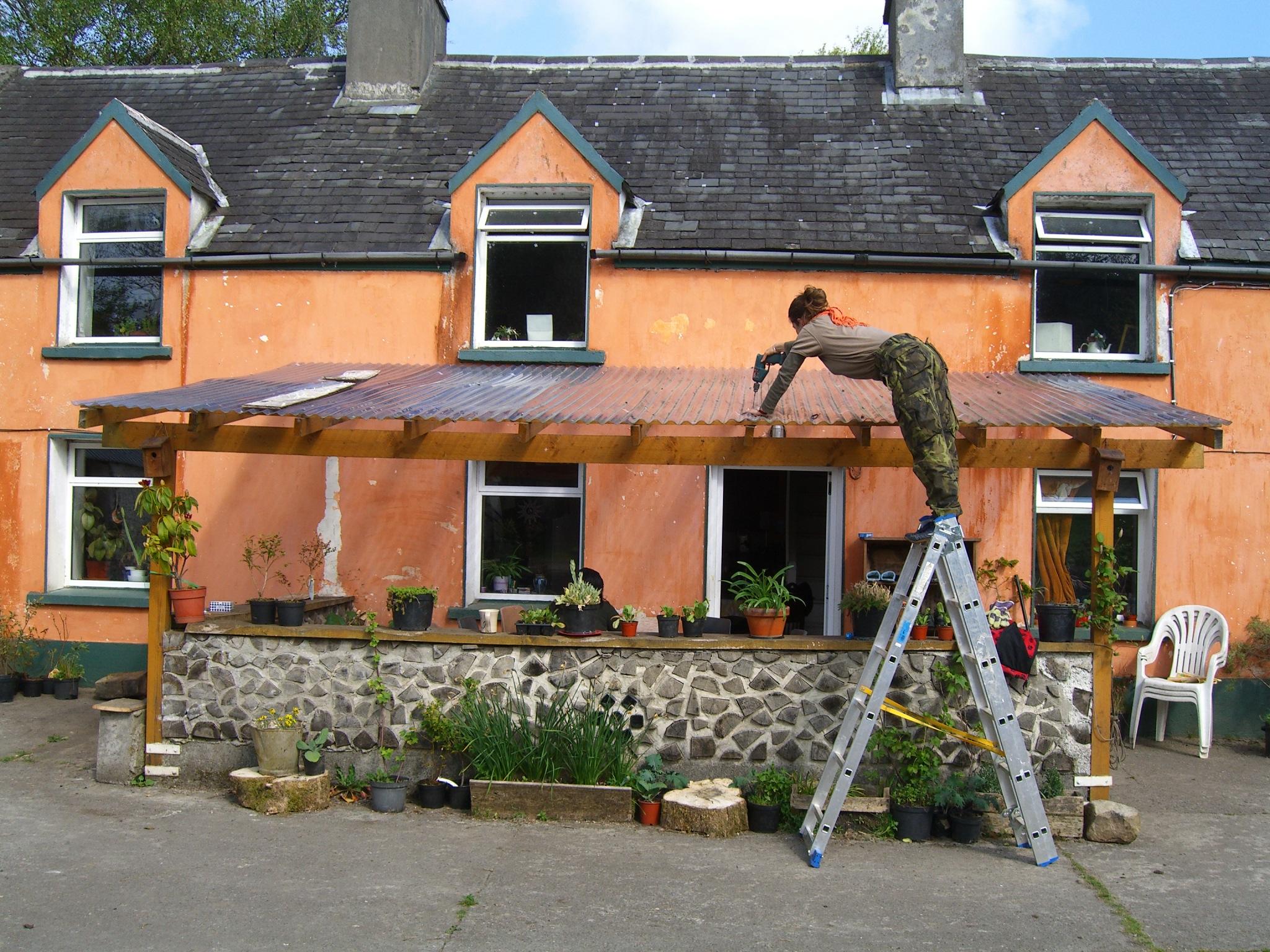 Kavita fixing verander roof